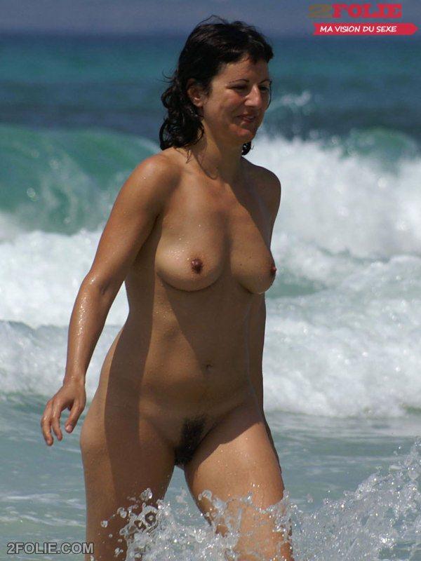 femme-poilue-plage-021