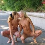 femmes-qui-s-embrassent-003