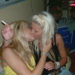 femmes-qui-s-embrassent-020