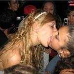 femmes-qui-s-embrassent-029