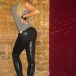 filles-sexy-en-pantalon-moulant006