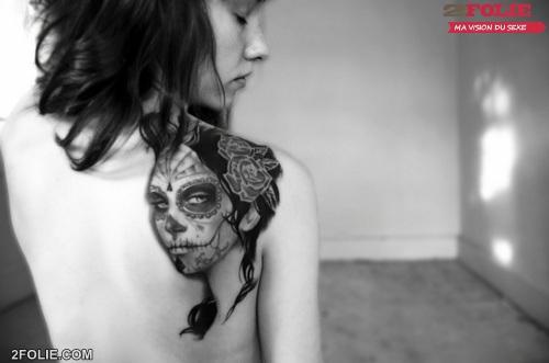 femmes nues avec tatouage-024