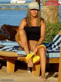 femmes qui se changent à la plage-003