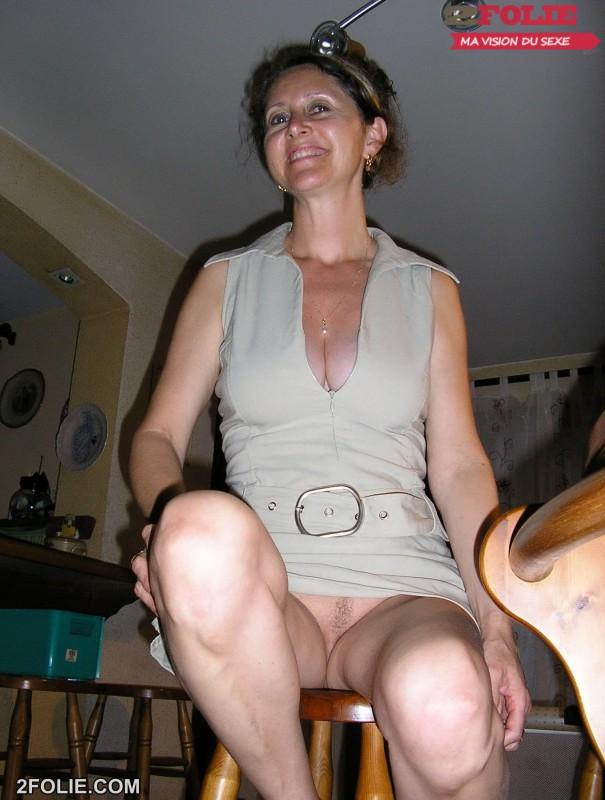 vue sous les jupes des vieilles salopes-001