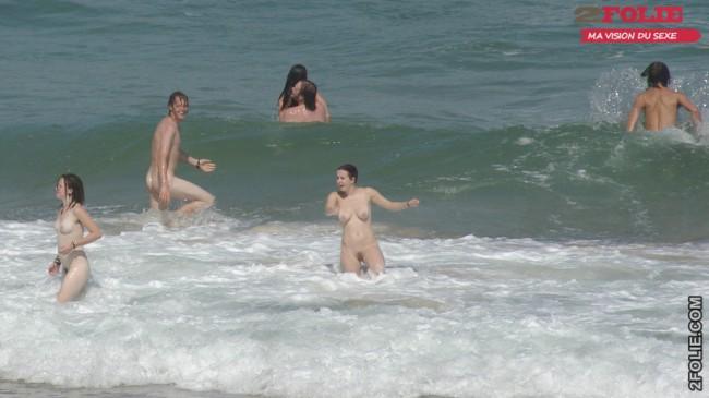 belles femmes completement nues en vacance008