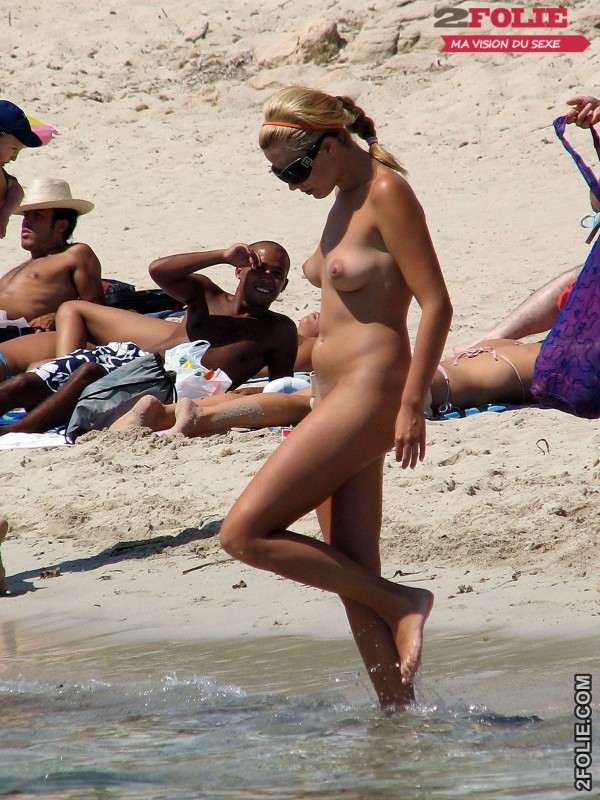 belles femmes completement nues en vacance013