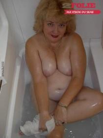Lesbiennes matures dans la douche