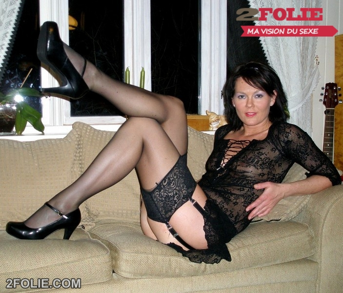 Mature en collants se fait piner la foune sur Videos Sexe