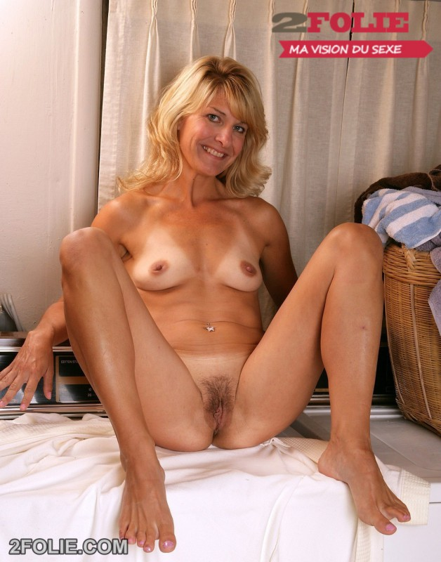 Hairy milf with big clit