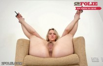 Chatte poilue de copines blondes-001
