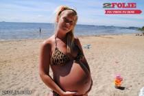 Femmes enceintes en bikini-001