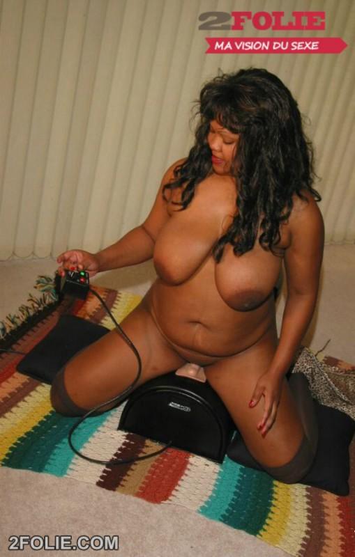 Photos de filles noires aux gros seins-007