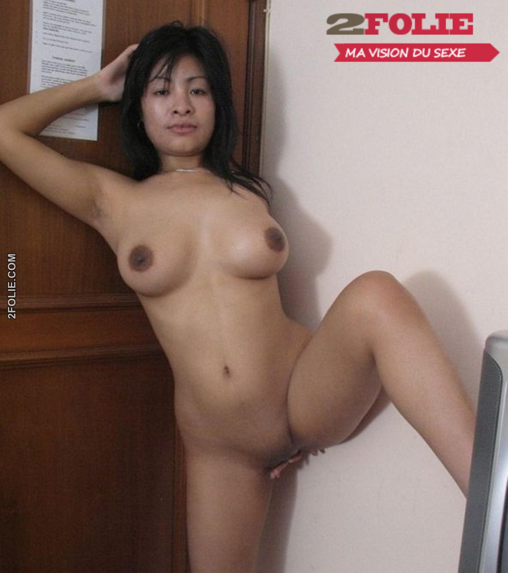 Femmes Asiatiques Avec Des Gros Seins