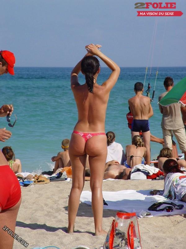 femmes en string plage-001
