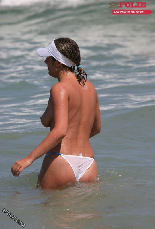 femmes en string plage-003
