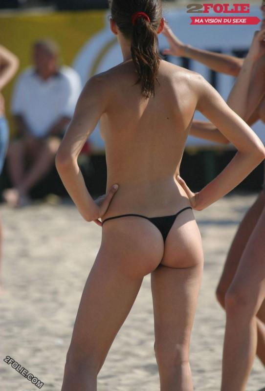 femmes en string plage-007