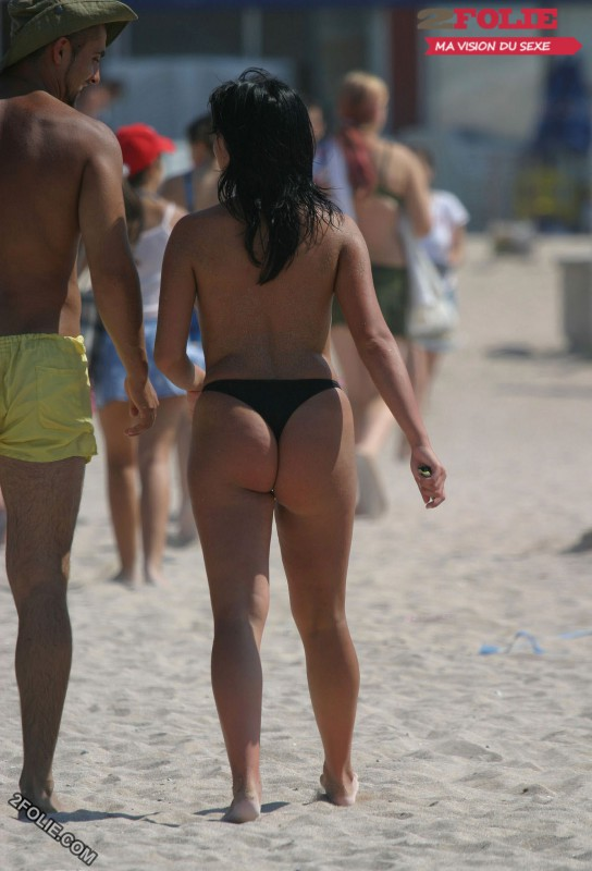 femmes en string plage-012