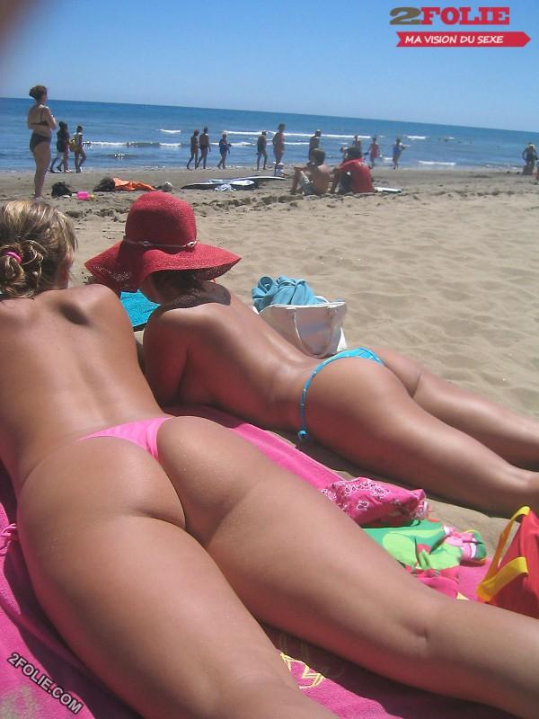 femmes en string plage-013