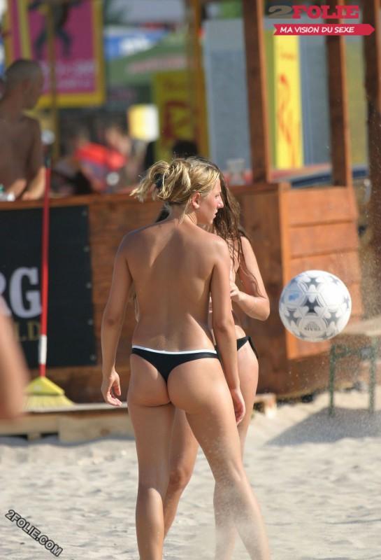 femmes en string plage-018