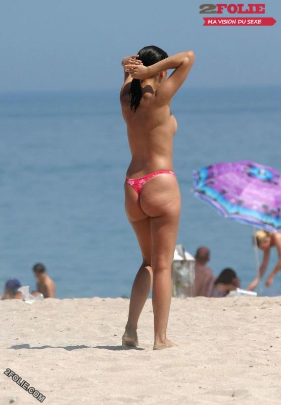 femmes en string plage-019