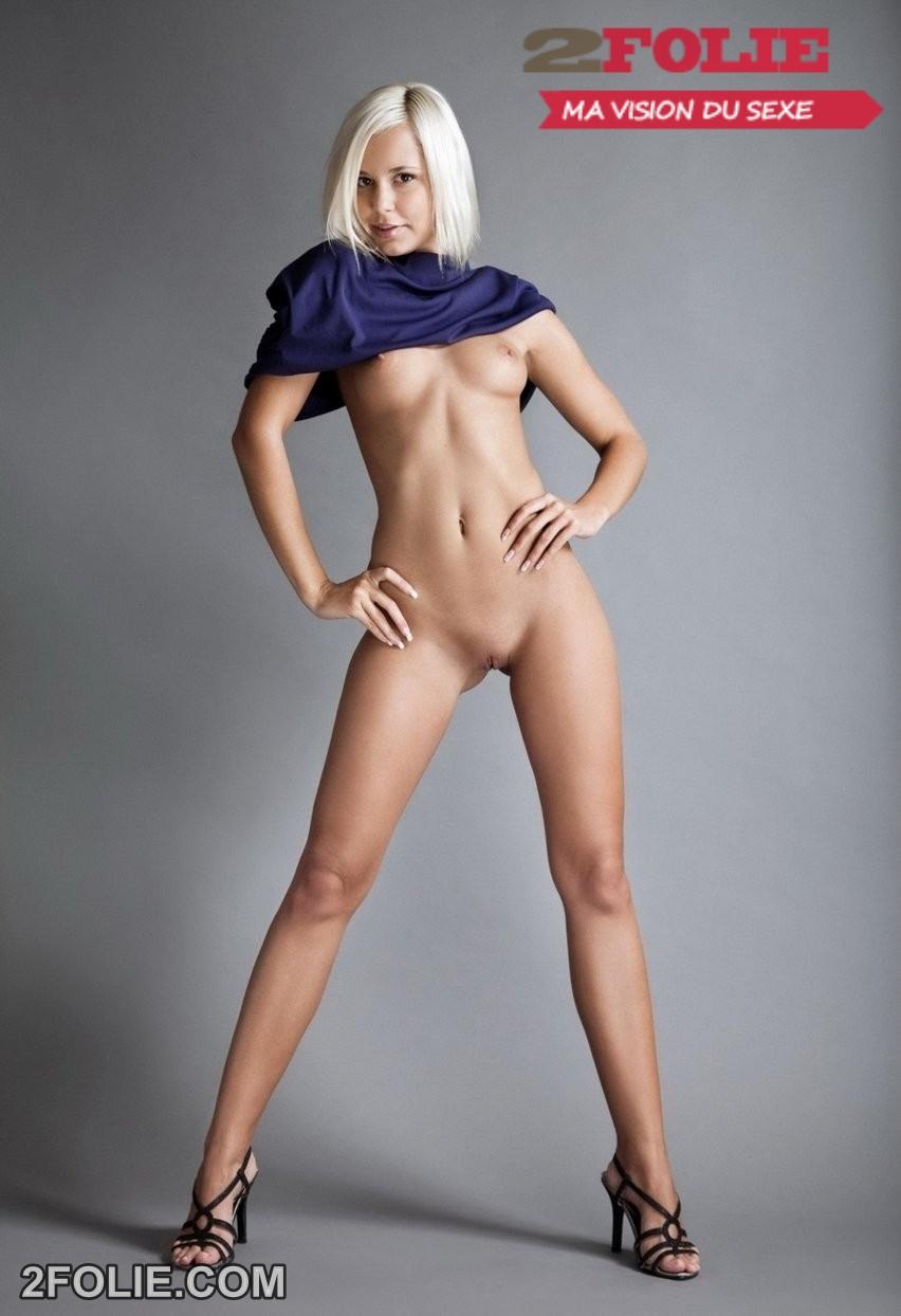 Jeunes femmes rasées posent nues - 2folie.com
