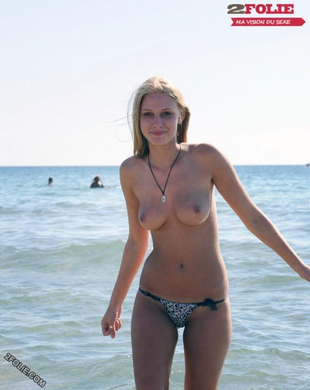 jolies femmes seins nus-009