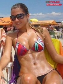 jolies nanas en bikini-003