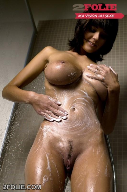 photo bonasse gros seins douche-002