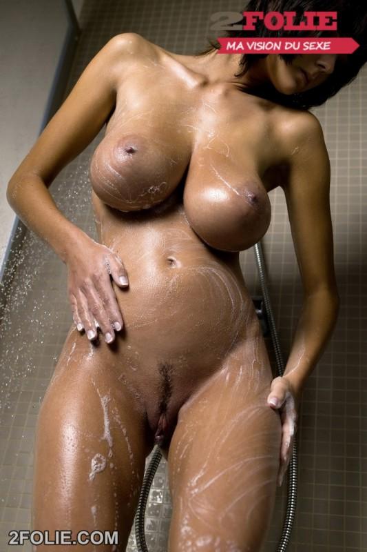 photo bonasse gros seins douche-011