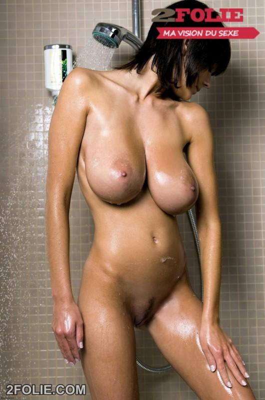 photo bonasse gros seins douche-015