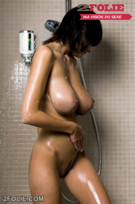 photo bonasse gros seins douche-017