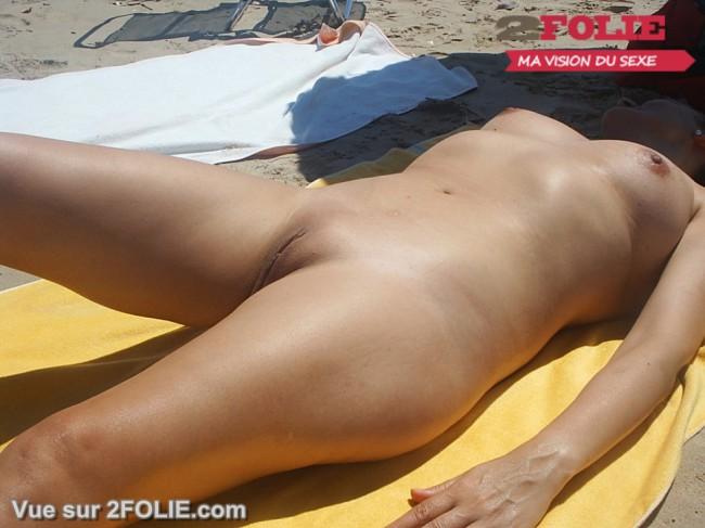 Filles nues rasées en vacances-005