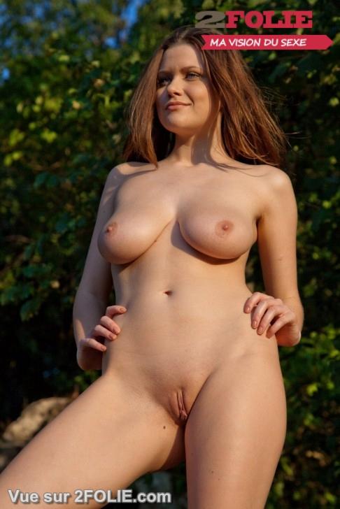 Filles nues rasées en vacances-011
