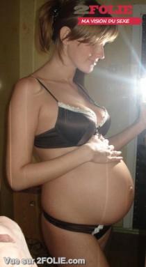 Jeunes femmes enceintes en sous vêtements-009