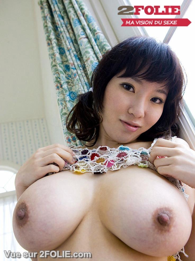 Fille asiatique gros seins