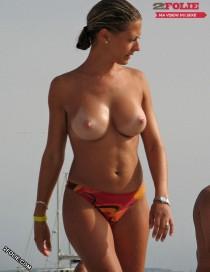 femmes seins nus plage-005