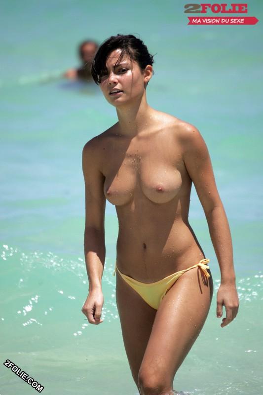 femmes seins nus plage-020