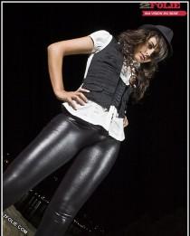 filles sexy en leggings en cuir-009