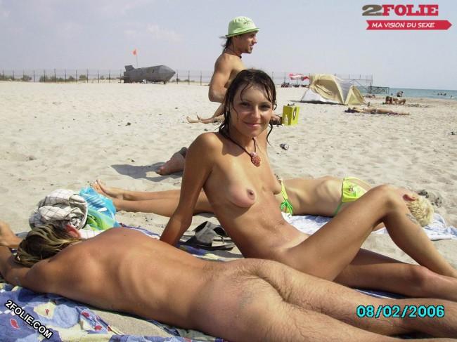 nichons à l'air sur la plage-013