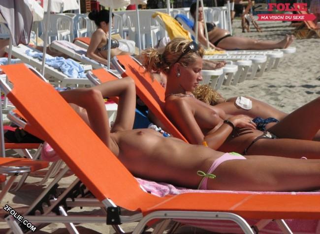 nichons à l'air sur la plage-022