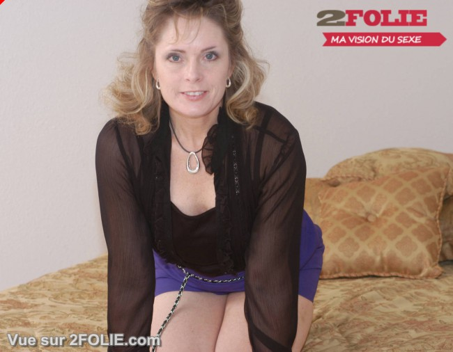 Femmes matures habillées puis nues-013