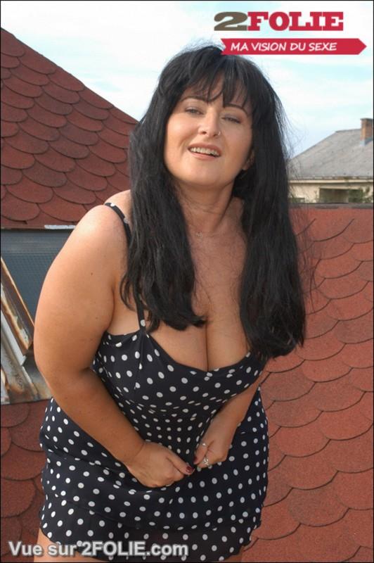 Femmes matures habillées puis nues-001