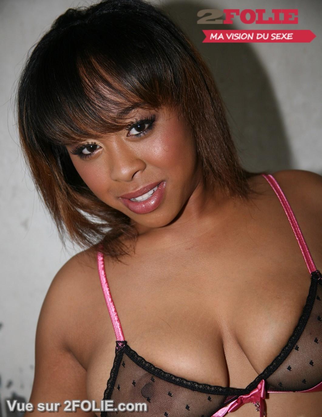 Femmes noires avec des seins sexy sur 2Folie