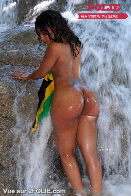 Filles blacks nues sur la plage-009