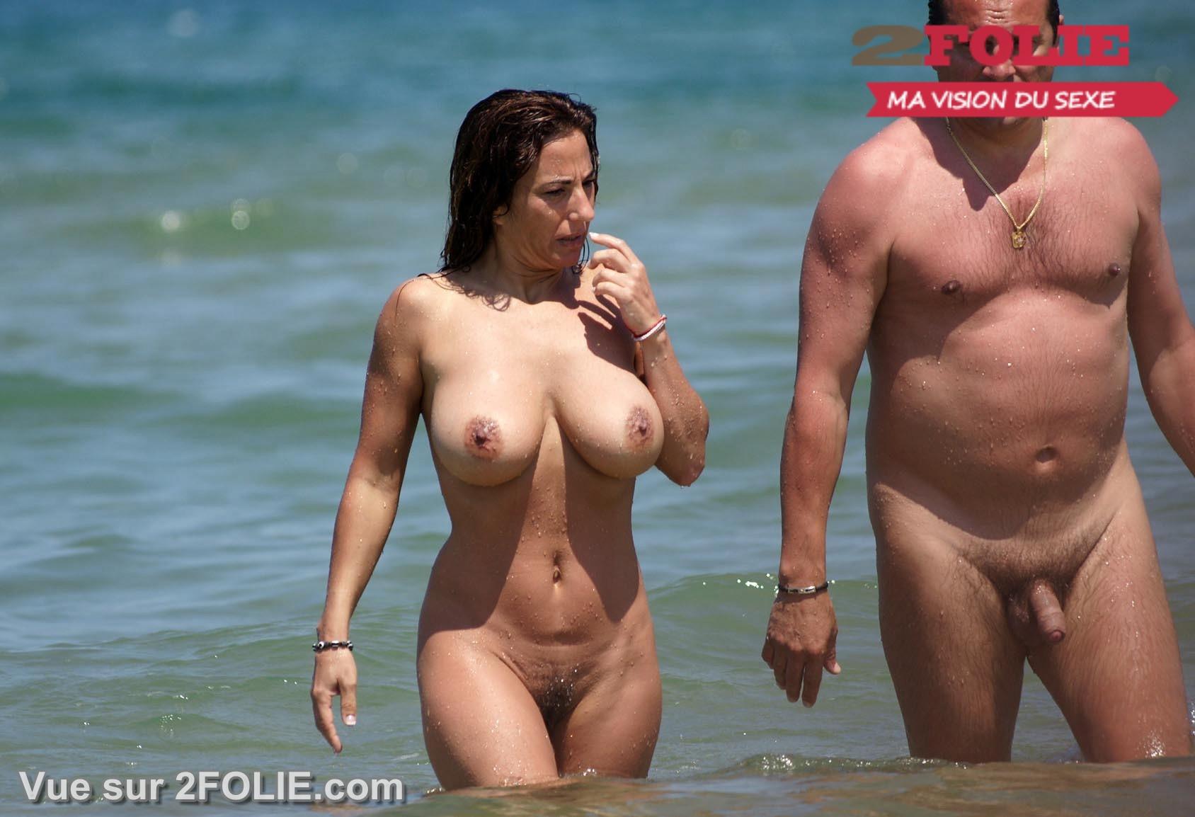 salope allumeuse gros seins à la plage