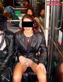 Amatrice upskirt dans le bus et métro-016