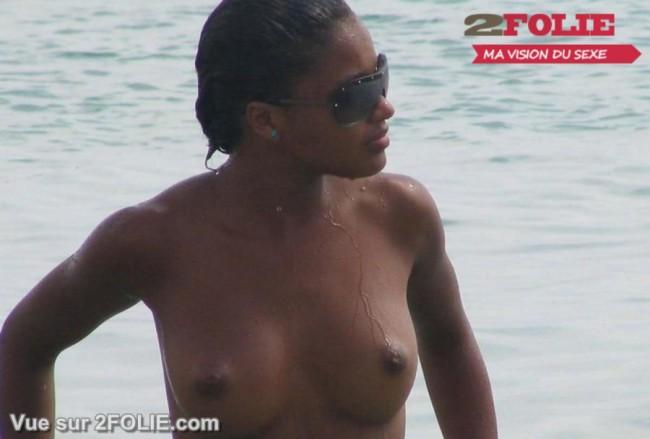 Belles blacks nues sur la plage-002