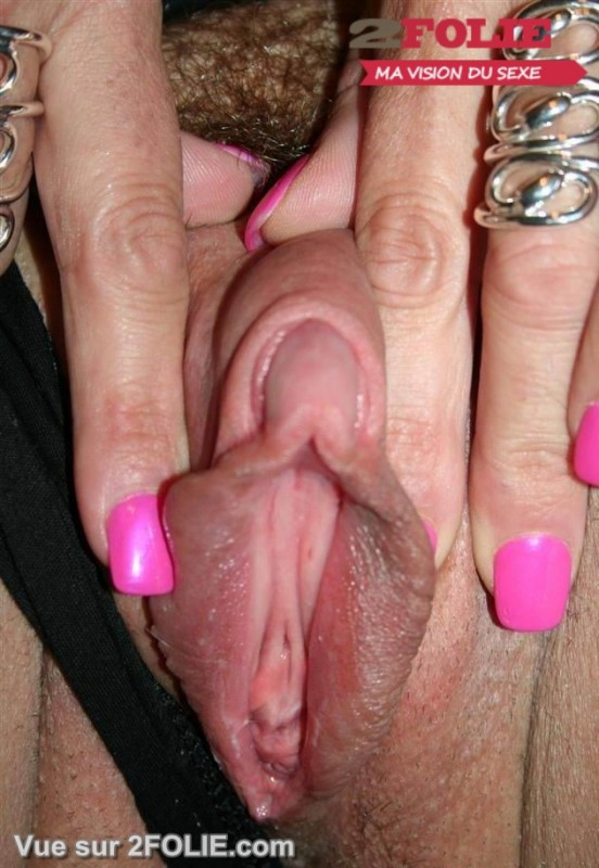 Femmes avec un gros clito-001
