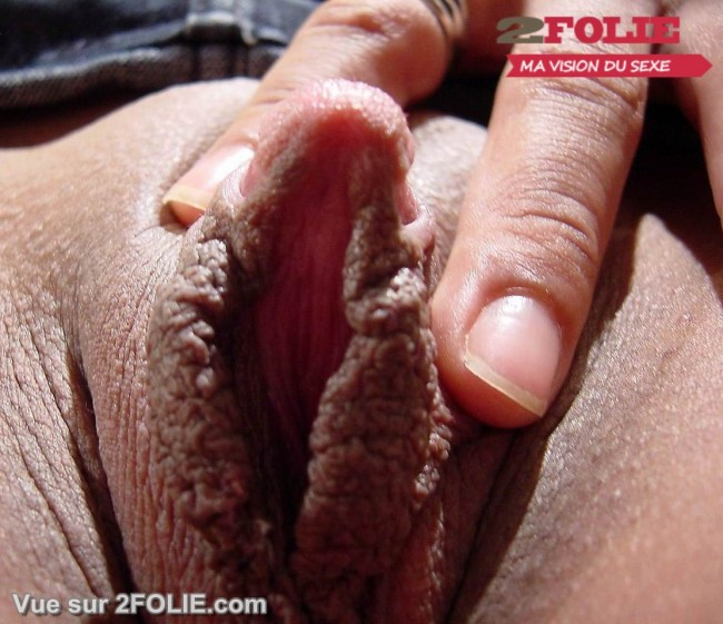 Femmes avec un gros clito-012