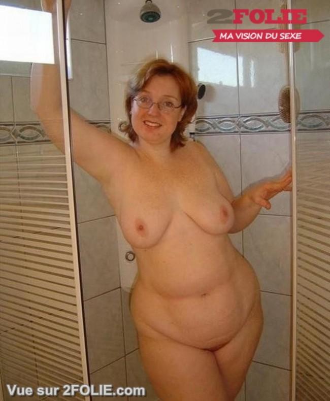 Femmes matures nues sous la douche-008